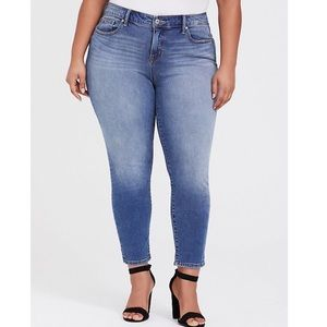Torrid Vintage Light Wash Girlfriend Skinny Jeans